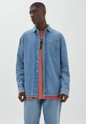 RELAXED FIT - Hemd - light blue