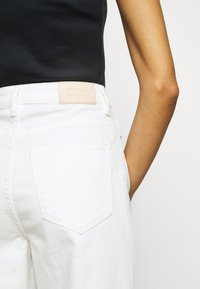 2nd Day - RAVEN THINKTWICE - Straight leg jeans - bright white - 4