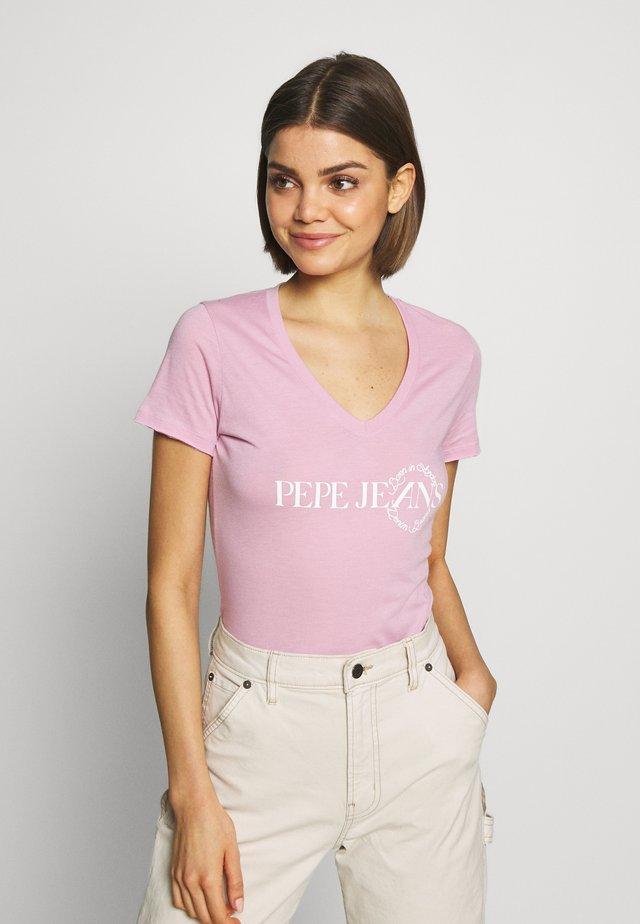 AGNES - T-shirt z nadrukiem - malva