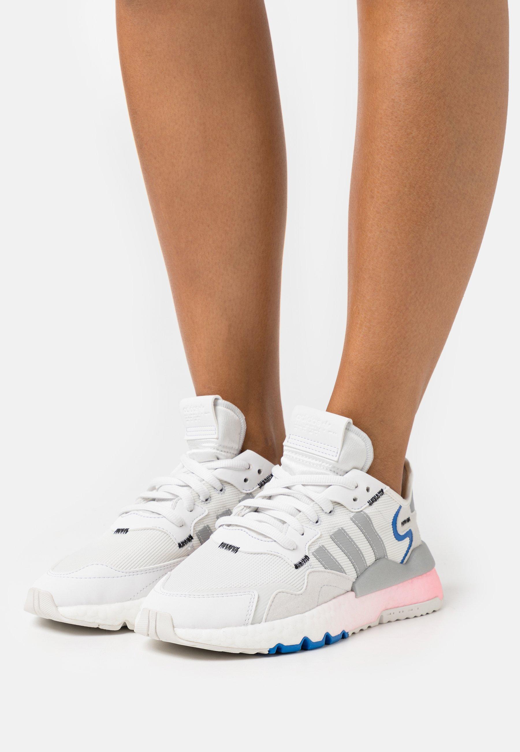 compañerismo condado Parecer  adidas Originals NITE JOGGER - Trainers - crystal white/silver  metallic/glory blue/white - Zalando.co.uk