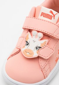 Puma - SMASH V2 SUMMER ANIMALS - Sneakers laag - apricot blush/tigerlily - 5