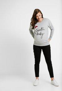 New Look Maternity - XMAS SANTA BABY - Sweatshirt - grey - 1