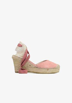 Sandalias de cuña - rosa
