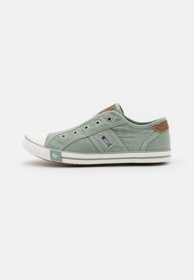 Sneakers laag - pastellgrün