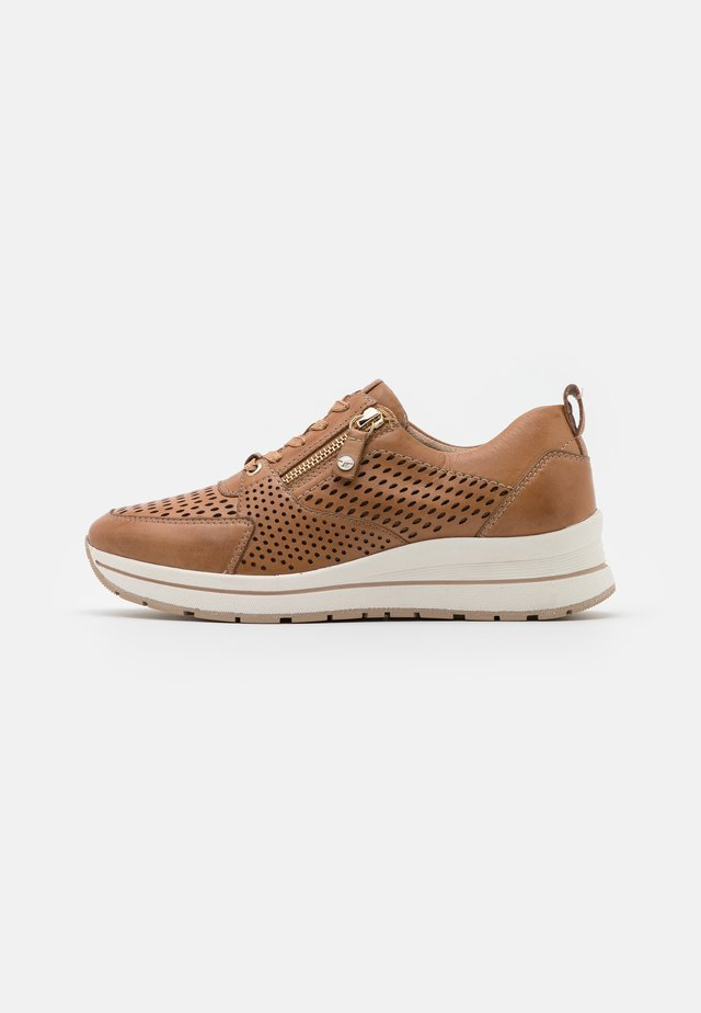 LACE-UP - Baskets basses - camel