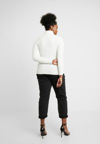 New Look Curves - ROLL NECK - Strikkegenser - cream - 2