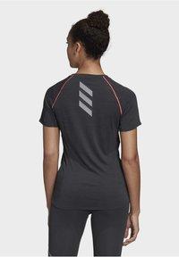 adidas Performance - ADI RUNNER PRIMEGREEN RUNNING - T-shirt print - Black - 1