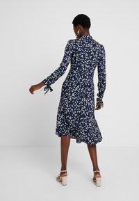 Apart - PRINTED DRESS - Robe d'été - midnightblue/cream - 2
