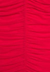 Missguided Petite - RUCHED MINI DRESS - Sukienka etui - red - 2