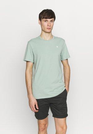 BASE-S R T S\S - Basic T-shirt - pistache sea