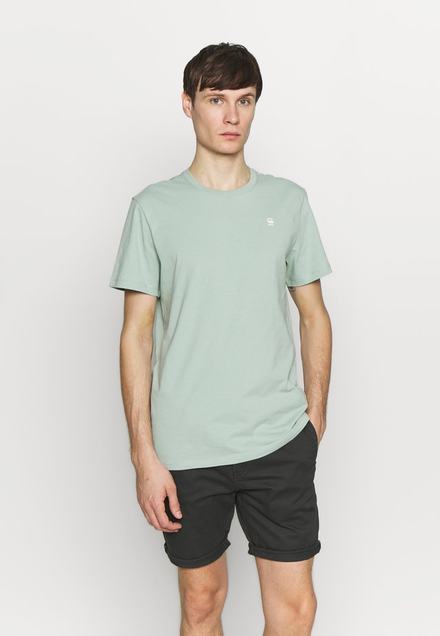 BASE-S R T S\S - Basic T-shirt - pistache sea