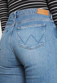 Wrangler - Straight leg jeans - sunkiss - 4