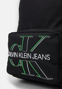 Calvin Klein Jeans - CAMPUS GLOW UNISEX - Batoh - black - 3