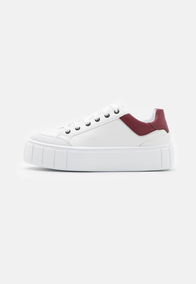 CHELSEA LACE UP TRAINER - Baskets basses - burgundy