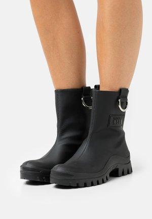 STIVALE DONNA WOMAN`S BOOT - Stivali di gomma - black