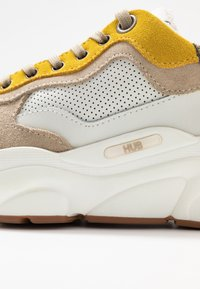 HUB - ROCK - Trainers - offwhite/taupe/lite gum - 2
