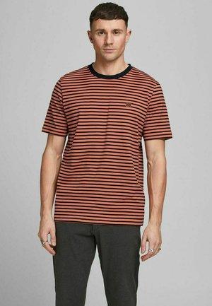 GESTREIFTES - Print T-shirt - mecca orange