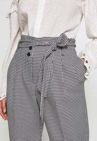 Miss Selfridge Petite - CHECK PAPERBAG TROUSER - Trousers - black - 5