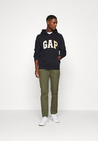 GAP - CHENILLE ARCH - Hoodie - new classic navy - 1
