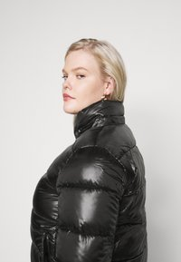 Calvin Klein Jeans Plus - SHINY SHORT PUFFER - Winter jacket - black - 4