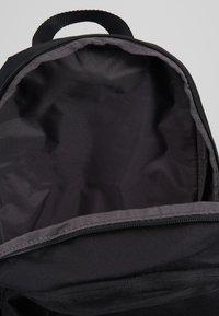 Nike Sportswear - ELEMENTAL UNISEX - Batoh - black/white - 4