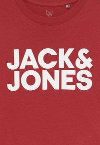 Jack & Jones Junior - JJECORP LOGO TEE CREW NECK - Print T-shirt - rio red - 3