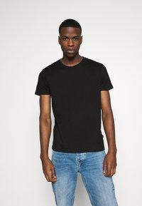 Burton Menswear London - SHORT SLEEVE CREW 3 PACK - T-Shirt basic - black/white/light grey - 3