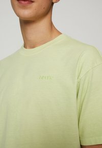 Levi's® - VINTAGE TEE - T-shirt - bas - greens - 4