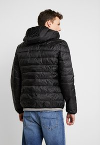Guess - SUPER LIGHT ECO FRIENDLY - Light jacket - jet black - 2