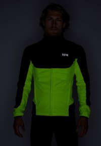 Gore Wear - THERMO TRAIL - Fleece jacket - black/neon yellow - 3