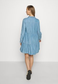 Superdry - TIERED DRESS - Jeanskjole / cowboykjoler - light indigo used - 2