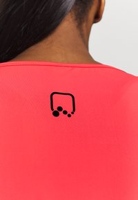 ONLY Play - ONPPERFORMANCE TRAINING  - Sports shirt - fiery coral/black - 3