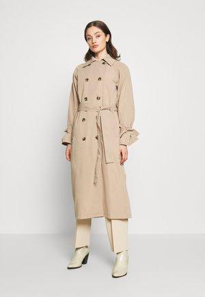 CLASSIC BELTED COAT - Trenchcoat - beige