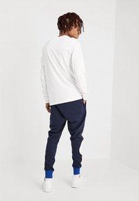 Nike Sportswear - CLUB TEE  - Long sleeved top - white/black - 2