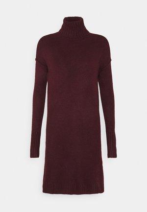 VMLUCI ROLLNECK DRESS - Strikket kjole - winetasting