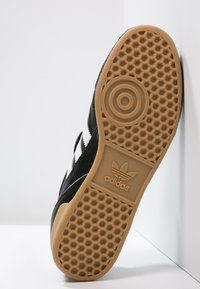 adidas Performance - KAISER 5 GOAL - Zaalvoetbalschoenen - black/running white - 4