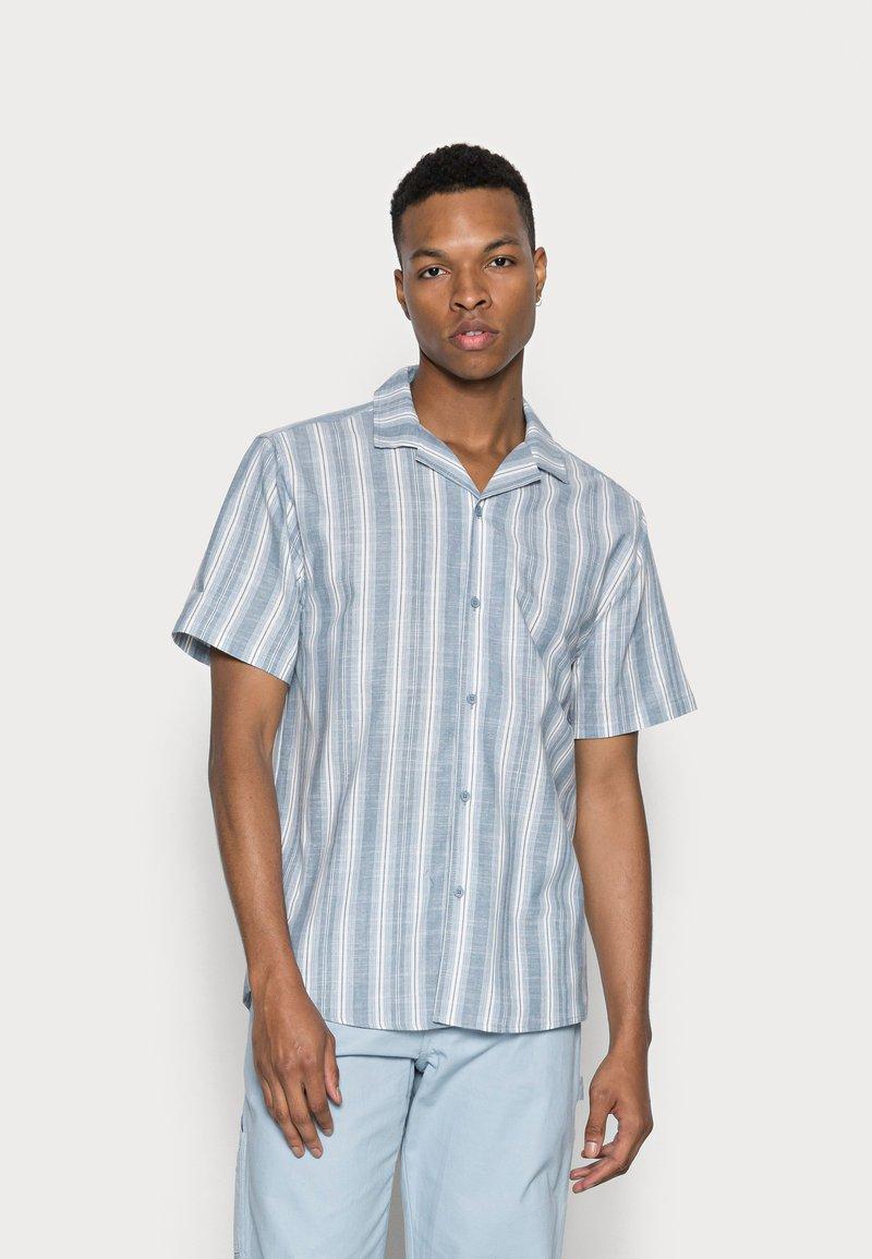 Cotton On - TEXTURED SHORT SLEEVE SHIRT - Skjorta - blue