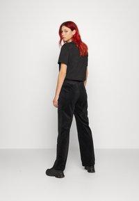 adidas Originals - VELVET PANTS - Joggebukse - black - 3