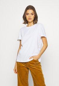 Superdry - ELITE CREW TEE - T-shirts - white - 0
