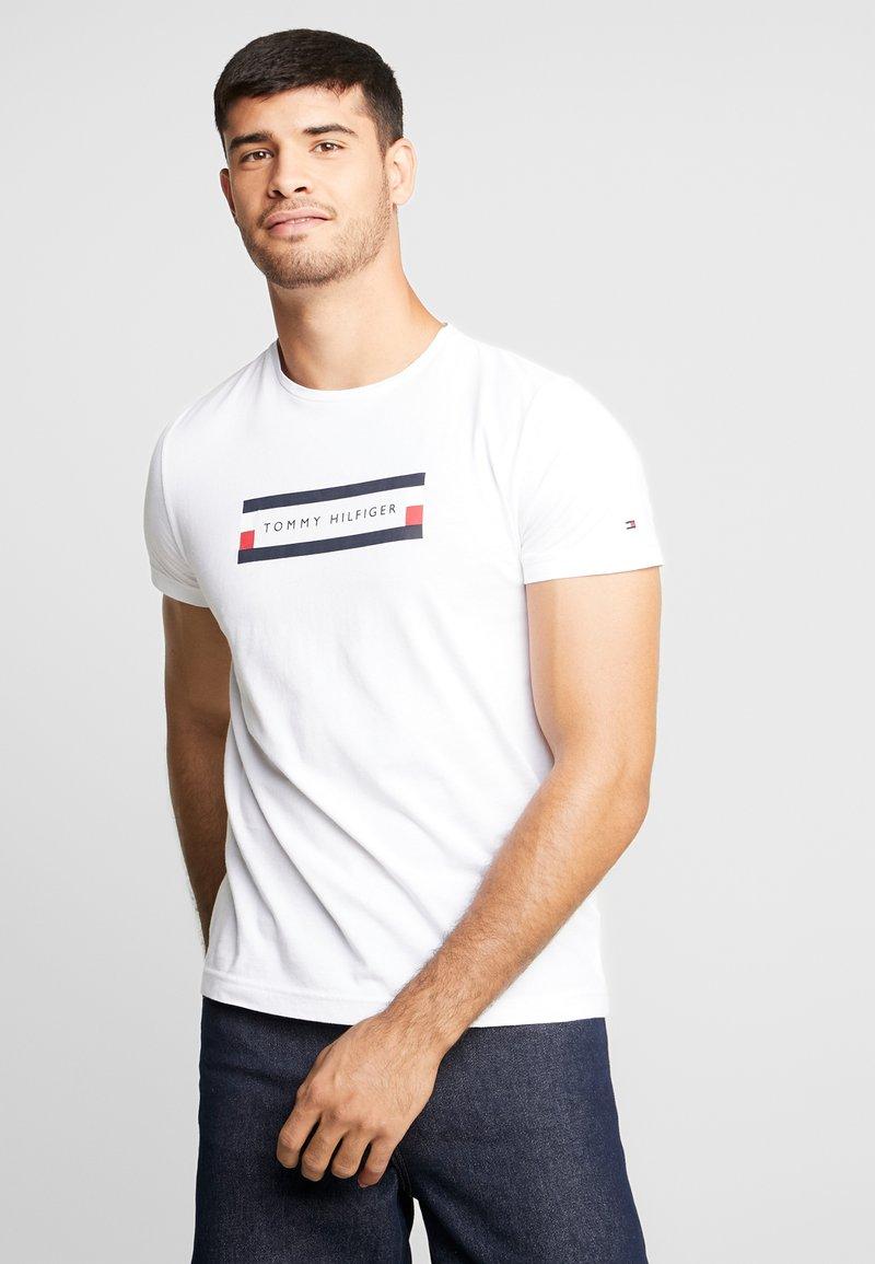 Tommy Hilfiger - BOX LOGO TEE - Print T-shirt - white
