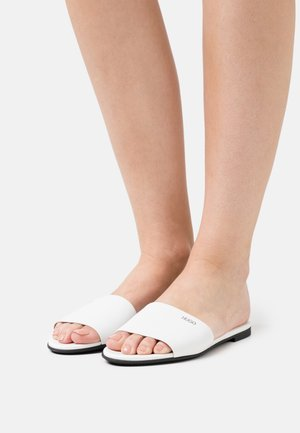 FLAT MULES REQUEST - Pantofle - white