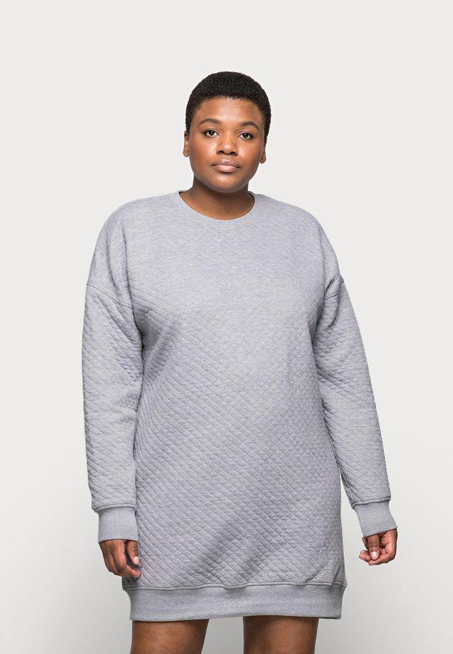 QUILTED SWEATER DRESS - Denní šaty - grey