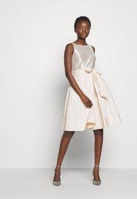 Lauren Ralph Lauren - MEMORY TAFFETA DRESS COMBO - Robe de soirée - cashew/champagne - 1