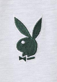 Missguided Petite - PLAYBOY VARSITY BODYSUIT - Print T-shirt - grey marl - 2