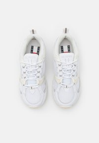 Tommy Jeans - ARCHIVE RUNNER - Trainers - white - 5