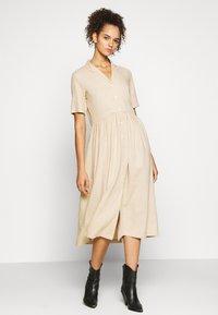 PIECES Tall - PCMILRED DRESS TALL - Vestido informal - warm sand - 0