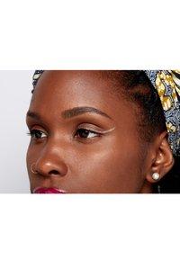 Nyx Professional Makeup - GLITTER GOALS LIQUID EYELINER - Eyeliner - 04 crystal ball - 4