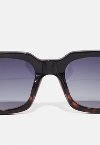 A.Kjærbede - NANCY - Sunglasses - black demi - 2