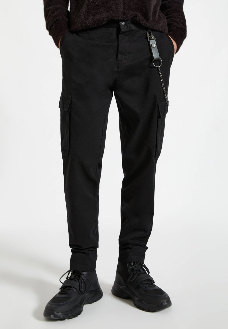 PULL&BEAR - Cargo trousers - black