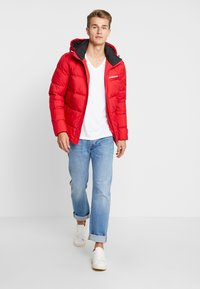 Calvin Klein Jeans - HOODED PUFFER - Down jacket - racing red - 1